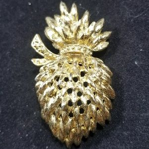 Vintage custom jewelry brooches pin signed